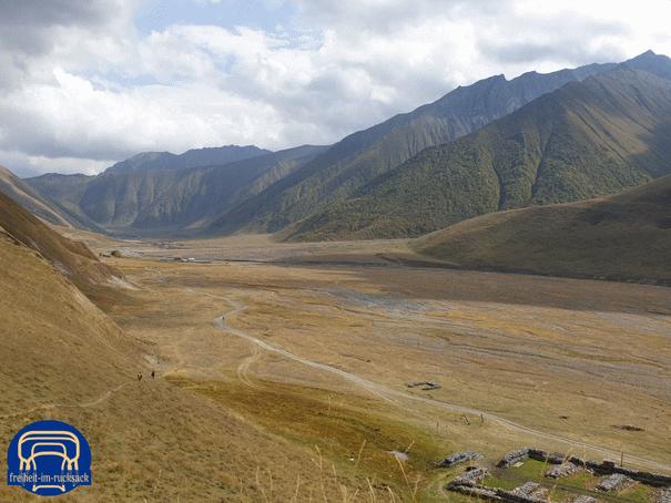 der Blick ins Tal zurück, Zakagori im Rücken