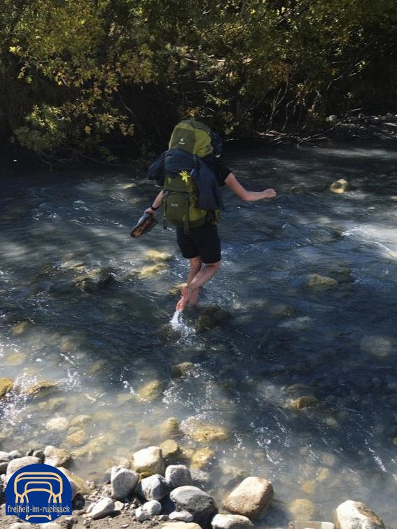 der Fluss war zum Glück nicht tief, nur kalt