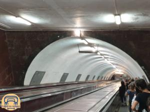 die Rolltreppe zur Metro in Tiflis, Georgien